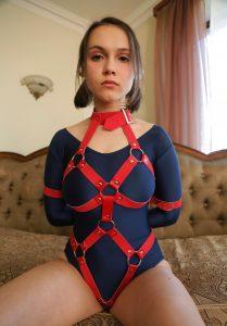 Проститутка в бондаже